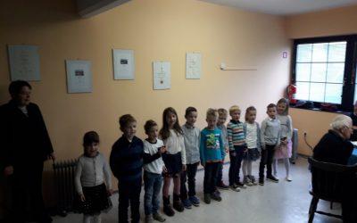 Srečanje starostnikov in prvi nastop vrhpoljskih prvošolcev